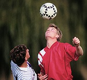 Concussion Symptoms May Not Differ in Teen, Young Adult Athletes